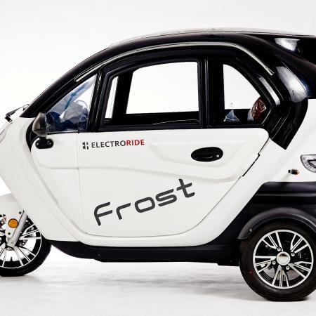 Pojazd skuter trójkołowy FROST - z kabiną, ogrzewanie, kamera cofania