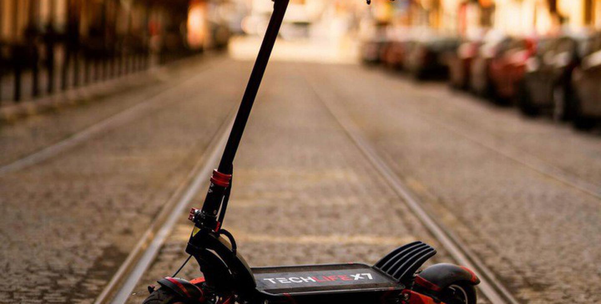 Hulajnoga-elektryczna-Techlife-X7-65km-h-70km-Cechy-dodatkowe-licznik-oswietlenie-pompowane-kola-predkosciomierz-skladana-stopka-tempomat-wodoodpornosc.jpg