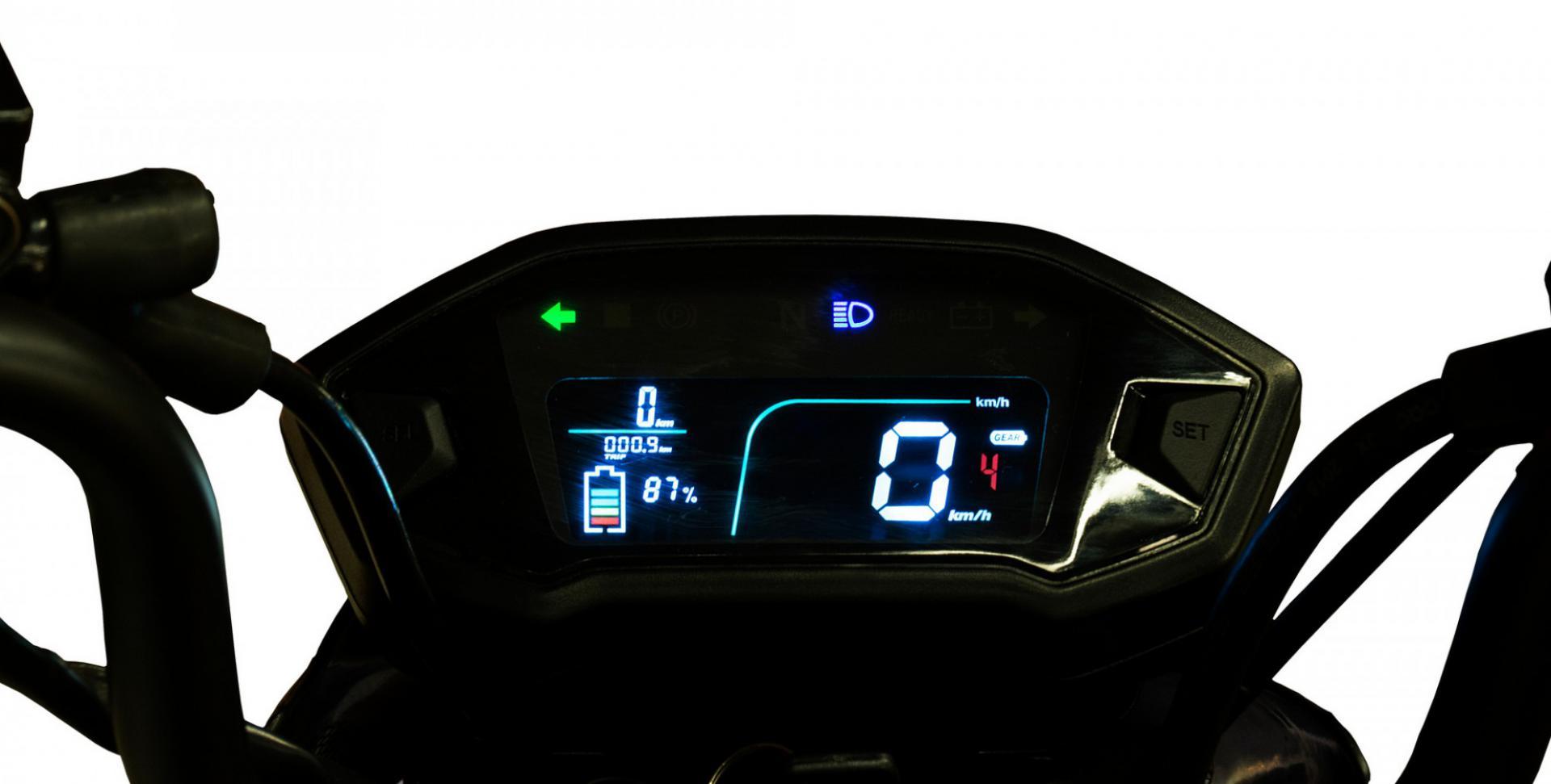 E-Mio-Vento-detail-speedometer01.jpg